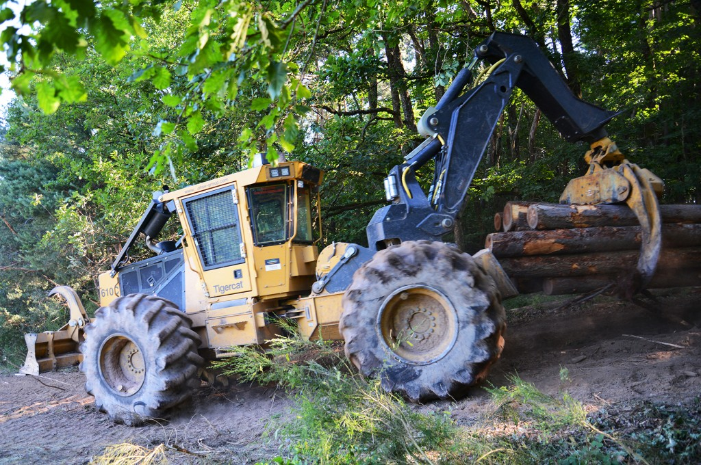 Tigercat 610C skidder fitted with a swing boom designed and manufactured by Belgium based Charlier Engineering.