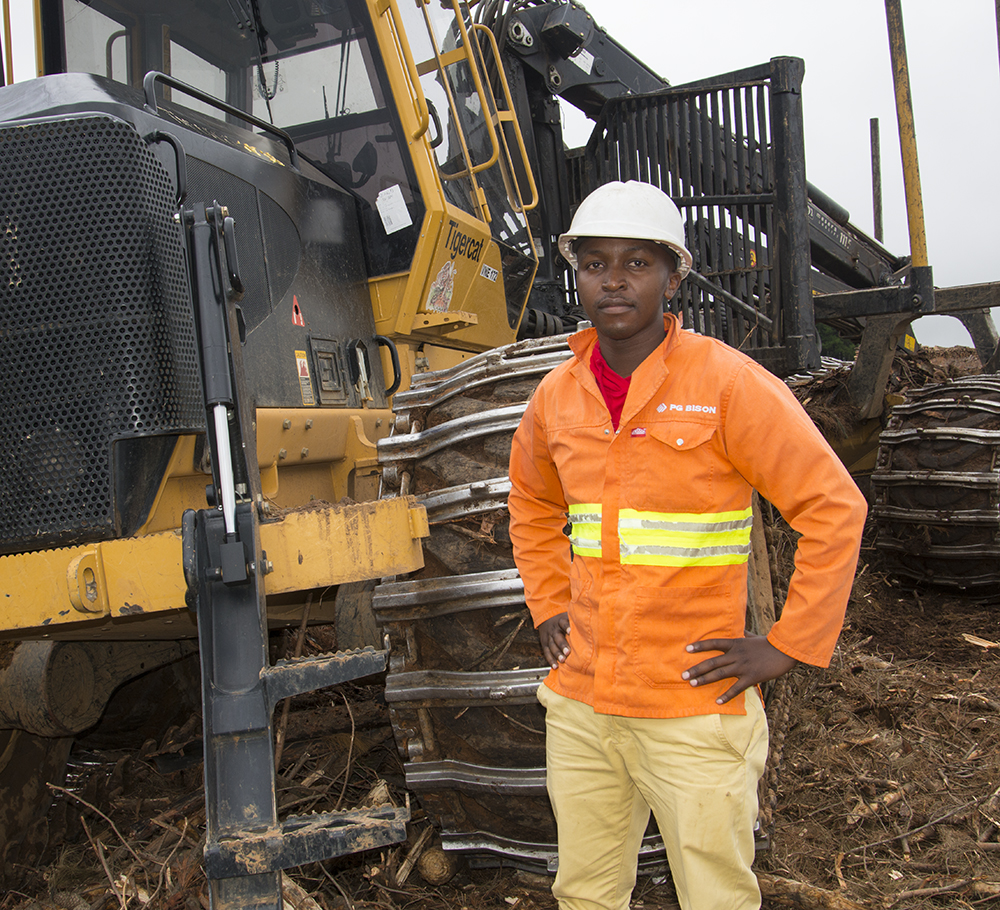 Forwarder operator, Mbhuti Stephen Ndovu, is one of the original fi ve. He has been with PG Bison since the harvesting operations began in 2008.