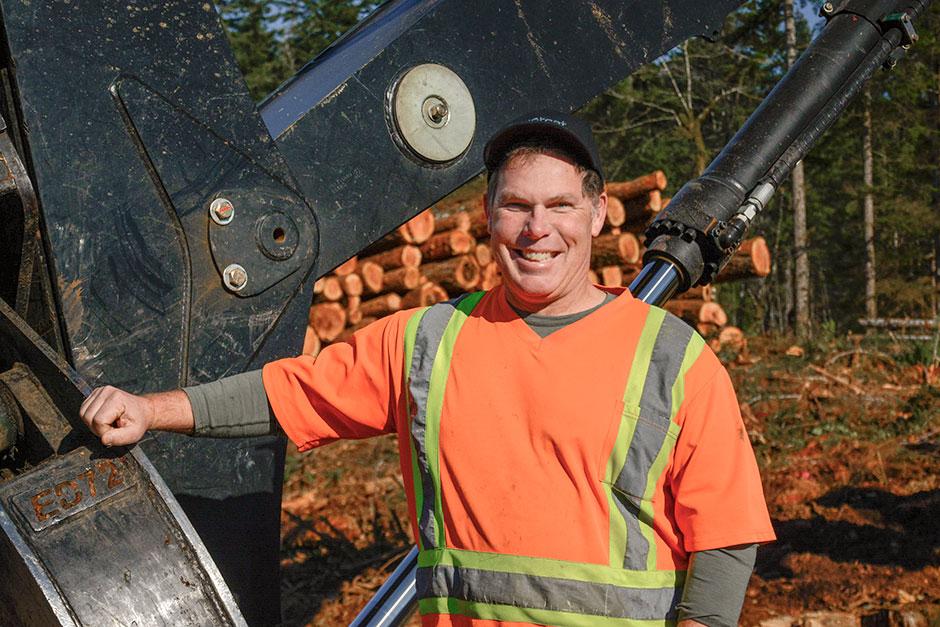 L'opérateur du modèle 890 Marty Fladager, de Dynamite Logging.